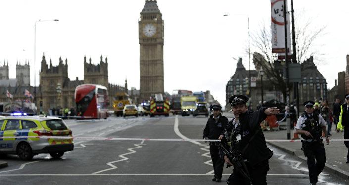 افزایش تدابیر امنیتی یک روز پس از وقوع حمله تروریستی مقابل پارلمان انگلیس