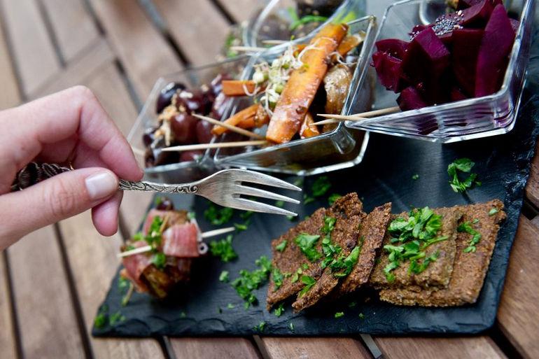 افتتاح رستورانی در برلین که مهمانان فقط می توانند غذاهای عصر حجر در آن بخورند