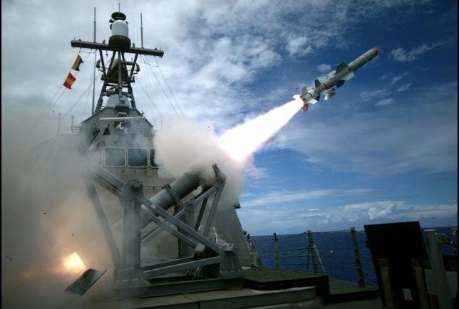 اقدام تحریک آمیز قایق سپاه پاسداران وشلیک دو گلوله اخطار از سوی ناو امریکایی