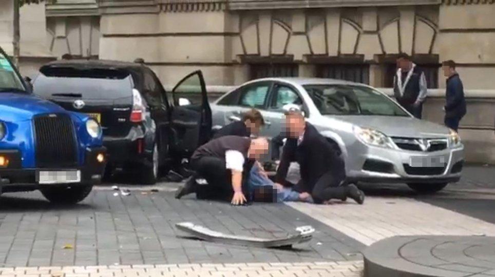 حمله با خودرویی در لندن چندین زخمی برجای گذاشت + عکس