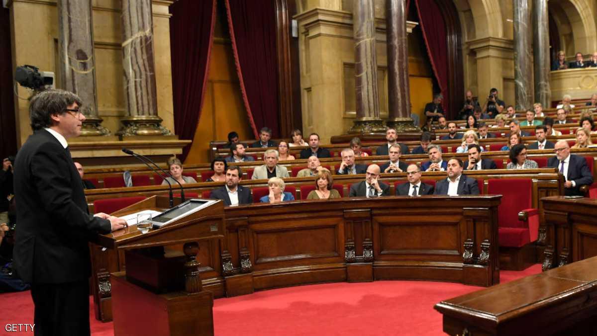 رئیس اقلیم کاتالونیا خواستار تعلیق اعلام استقلال از اسپانیا شد