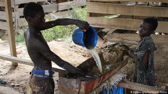 جویندگان طلا در غنا با دستان خالی و آرزوهای بزرگ