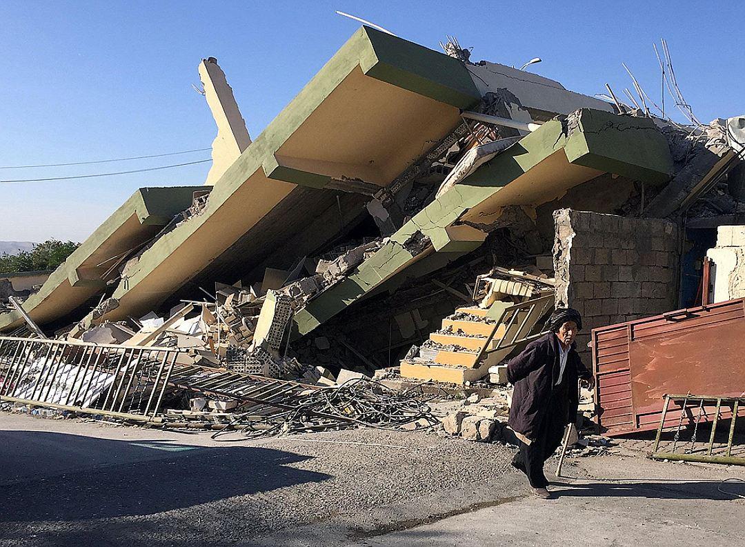 زلزله در غرب ایران صدها کشته بر جای گذاشت