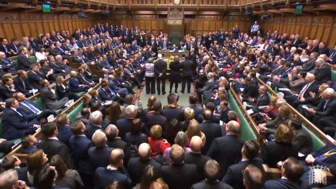 شکست دولت ترزا می با تصویب متمم برگزیت در پارلمان بریتانیا