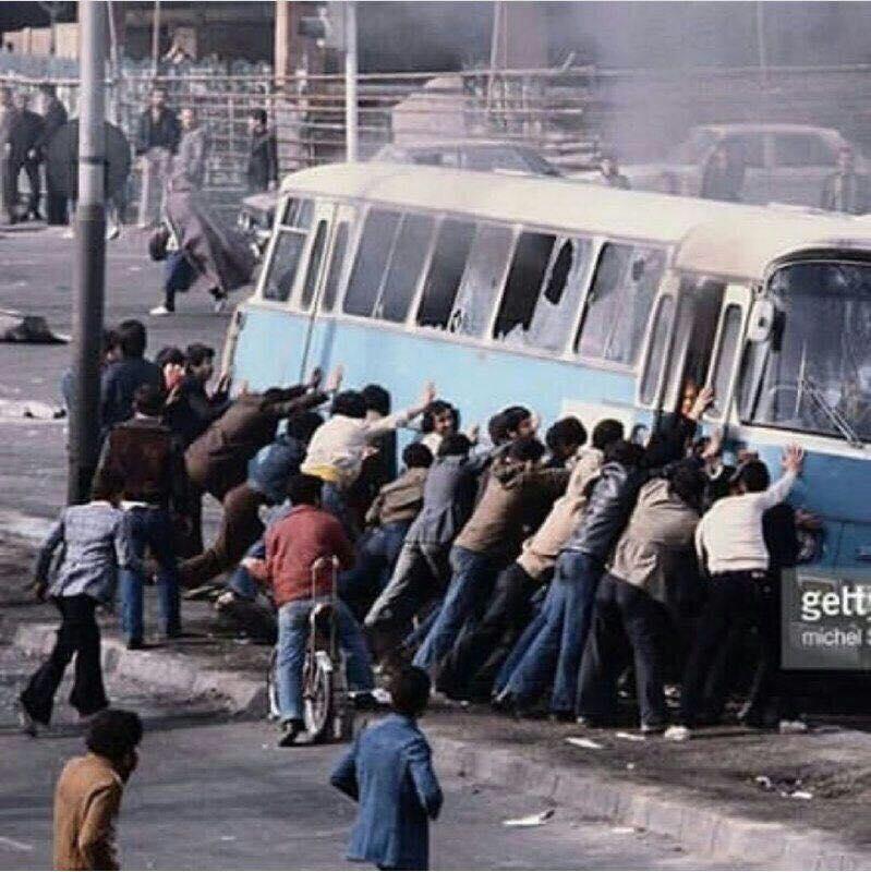 در سال 57 این اقدام «حمله شجاعانه مردمی» نام داشت اما در سال 96 اسمش عوض شد و به «تخریب اموال عمومی توسط عدهای فتنهگر» تغییر نام داد؛ مردم فریب رسانههای دروغ را نخورند