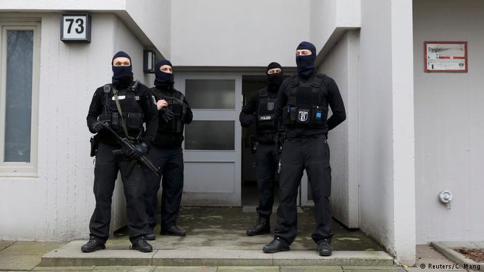 تفتیش خانههای ده ایرانی مظنون به جاسوسی در آلمان