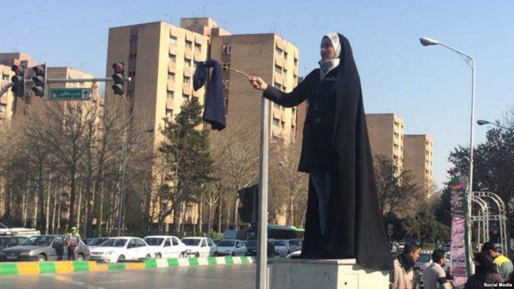 اعتراض به حجاب اجباری در مشهد در اقدامی نمادین