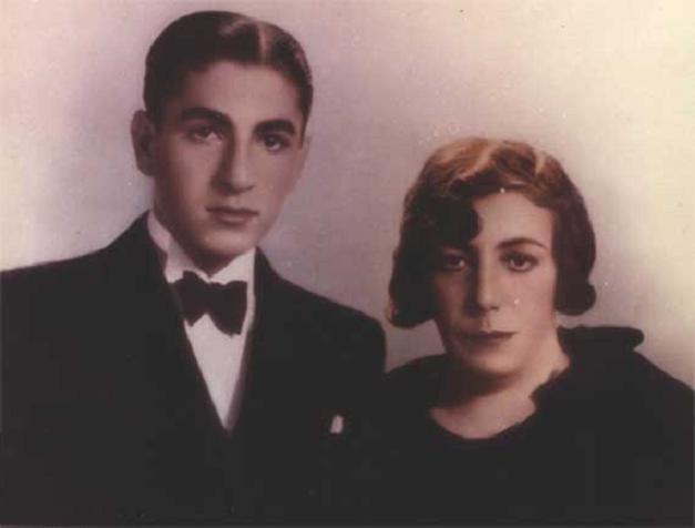 تاج الملوک همسر رضا خان وپسرش محمد رضا