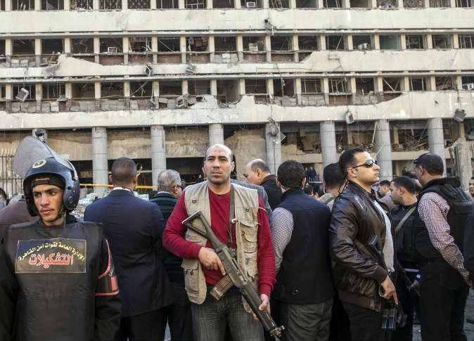 انفحار 3 بمب در شهر القاهره پایتحت مصر تاکنون پنج نفر کشته به همراه داشته اشت