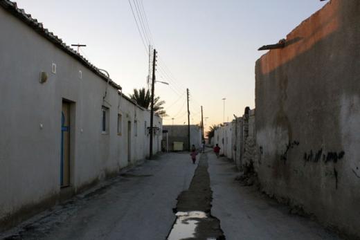 بومیان عرب جزیره کیش در زیر برق چشمنواز هتلها و پاساژهای لوکس در فقر مطلق بسر می برند