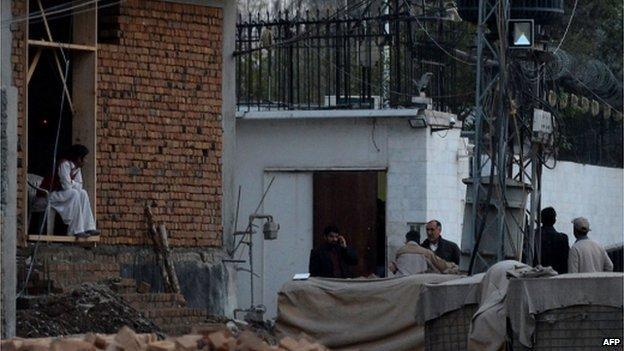 انفجاری در مقابل کنسولگری ایران در پیشاور دو کشته برجای گذاشت