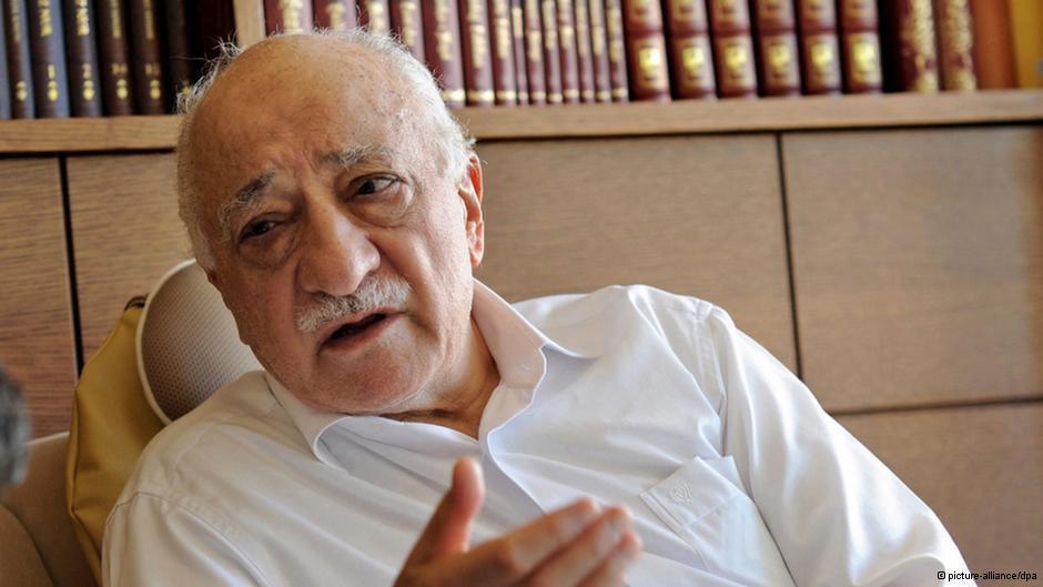 فتحالله گولن، مردی که گفته میشود سرنخ افشاگریها را در فساد مالی گسترده ترکیه در دست داشته است