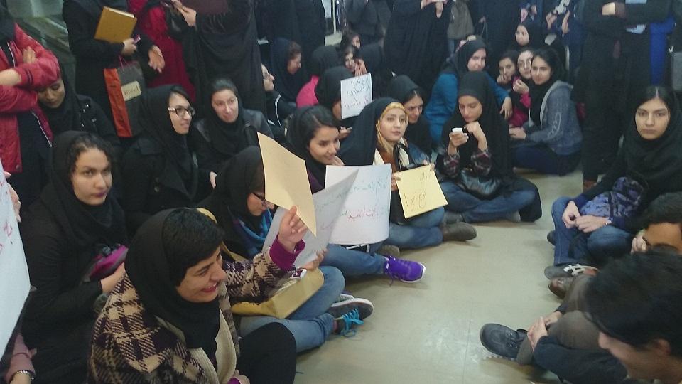 تجمع اعتراضی ماماها مقابل وزارت بهداشت ایران