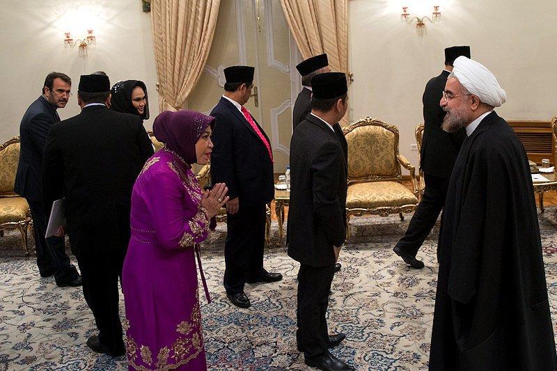 سلام وعلیک روحانی با زن اندونزیایی