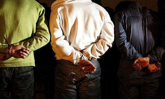 """محکومیت سه شهروند کُرد در کرمانشاه  به اتهام """"اقدام علیه امنیت ملی و تبلیغ برای احزاب کُرد اپوزسیون"""" به ٤٠ سال زندان"""