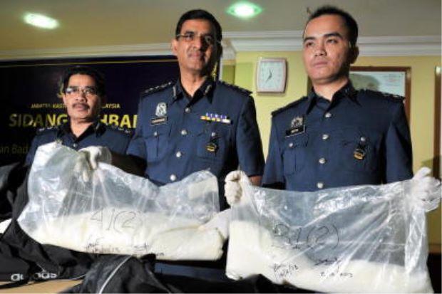 عکس آرشیوی از کشف مواد مخدر از مسافران ایرانی در فرودگاه مالیزی