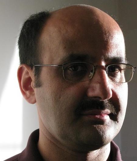 محمد بابایی: فارسی، از جدائی ها حکایت می کند