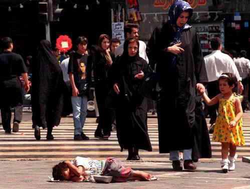 اقتصاد دان ایرانی:رانت و فساد نظام سیاسی ایران را به خطر انداخته است