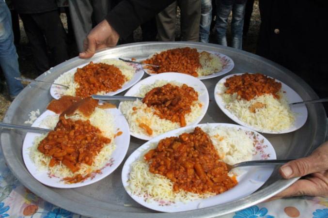 ناهار نذری 500 نفر را در مرند آذربایجان روانه بیمارستان کرد