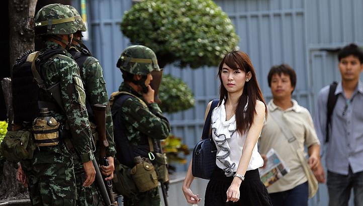 در پی ۶ ماه نا آرامی ارتش تایلند حکومت نظامی برقرار کرد