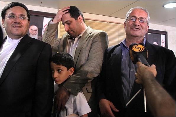 شهرام امیری که از او بعنوان «قهرمان ملی» یاد شد زندانی و در اعتصاب غذا بسر می برد