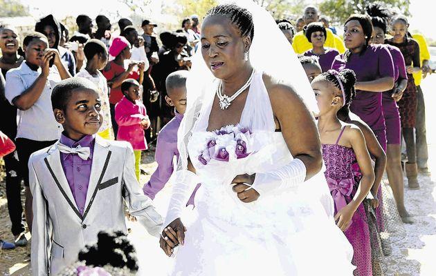 ازدواج باور نکردنی کودک 9 ساله با زن 62 ساله+عکس