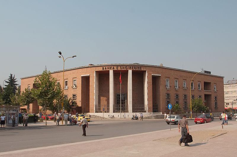 کارمند قمار باز آلبانی خزانه بانک مرکزی کشورش را خالی کرد