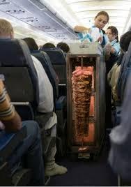 پذیرایی با ساندویچهای داغ شاورما در خطوط هوائی عراق