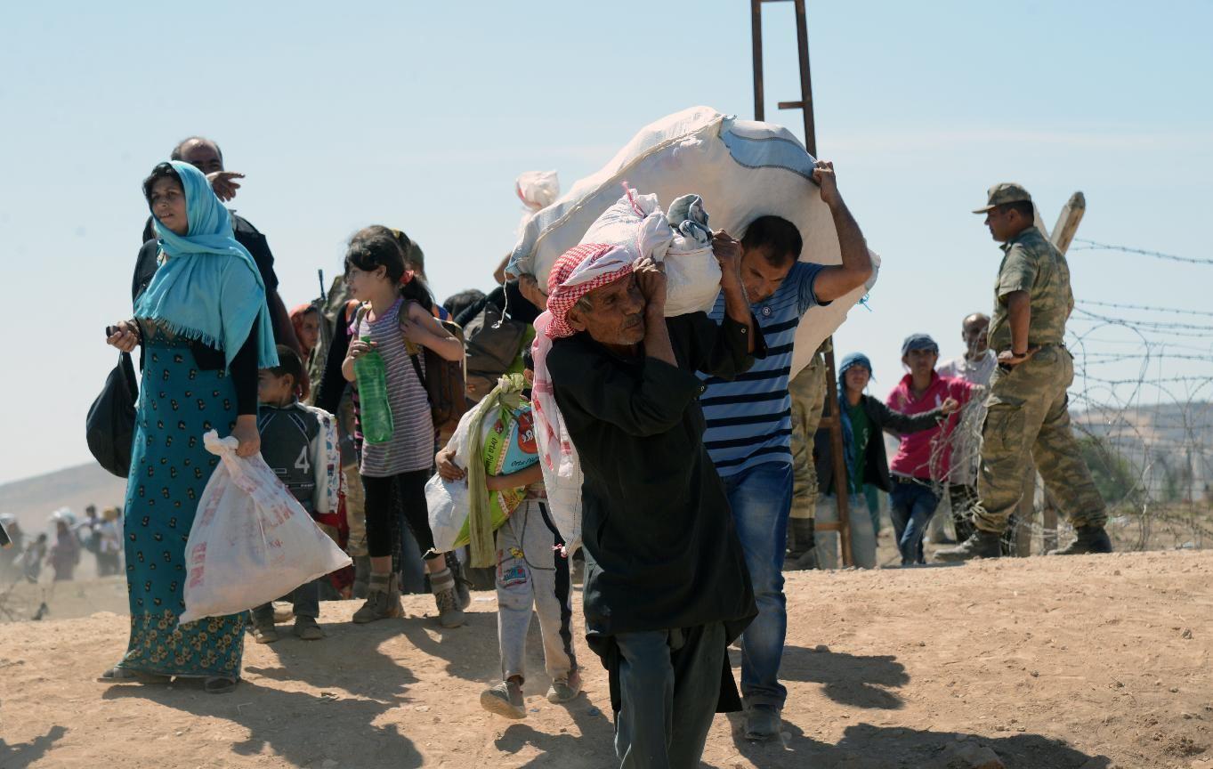 فرار دسته جمعي  بیش از 200 هزار نفر از مردم سوریه از دست داعش+عكس