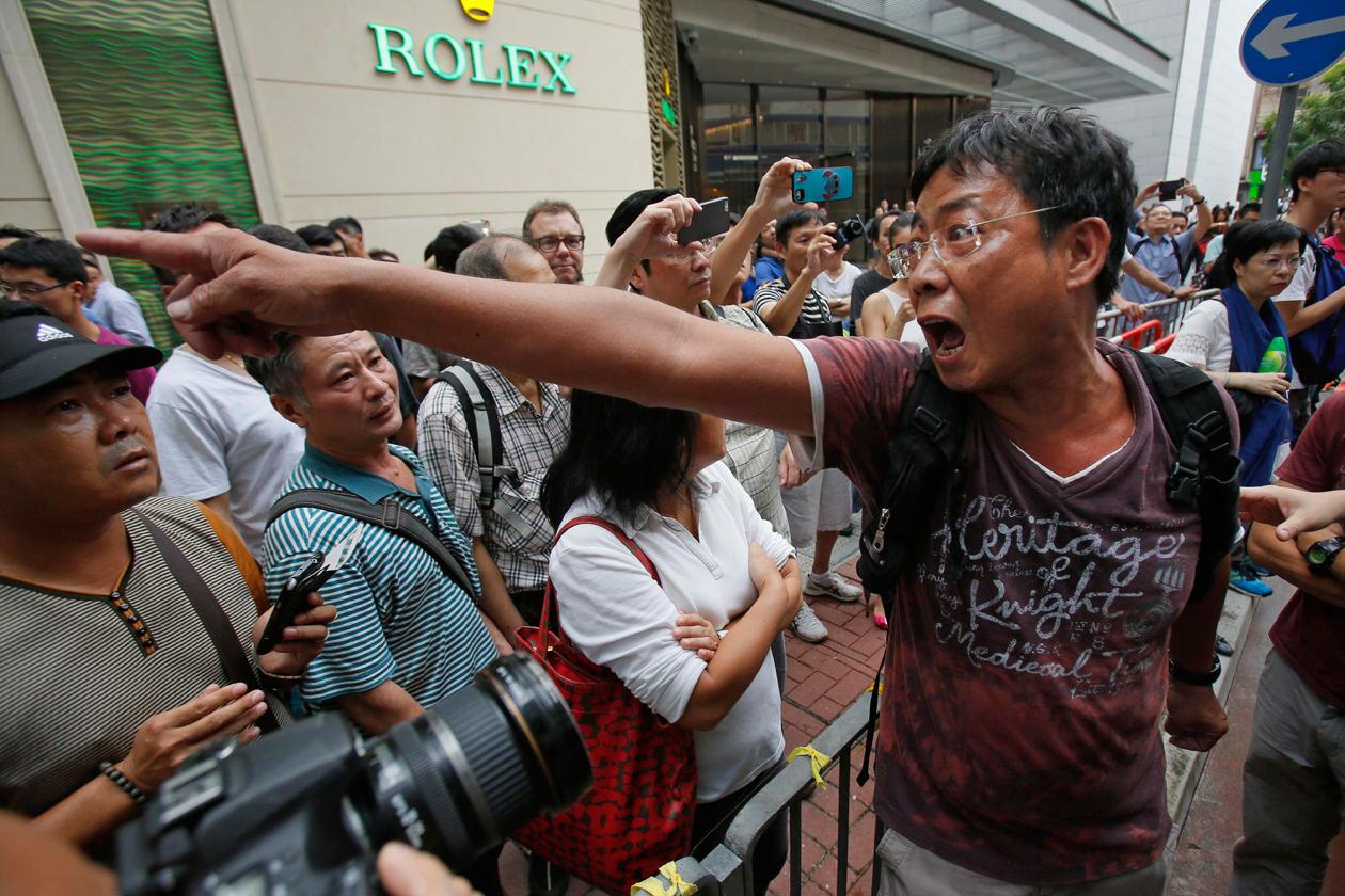 حمله لباس شخصیها به دانشجویان، تعویق مذاکرات در هنگ کنگ