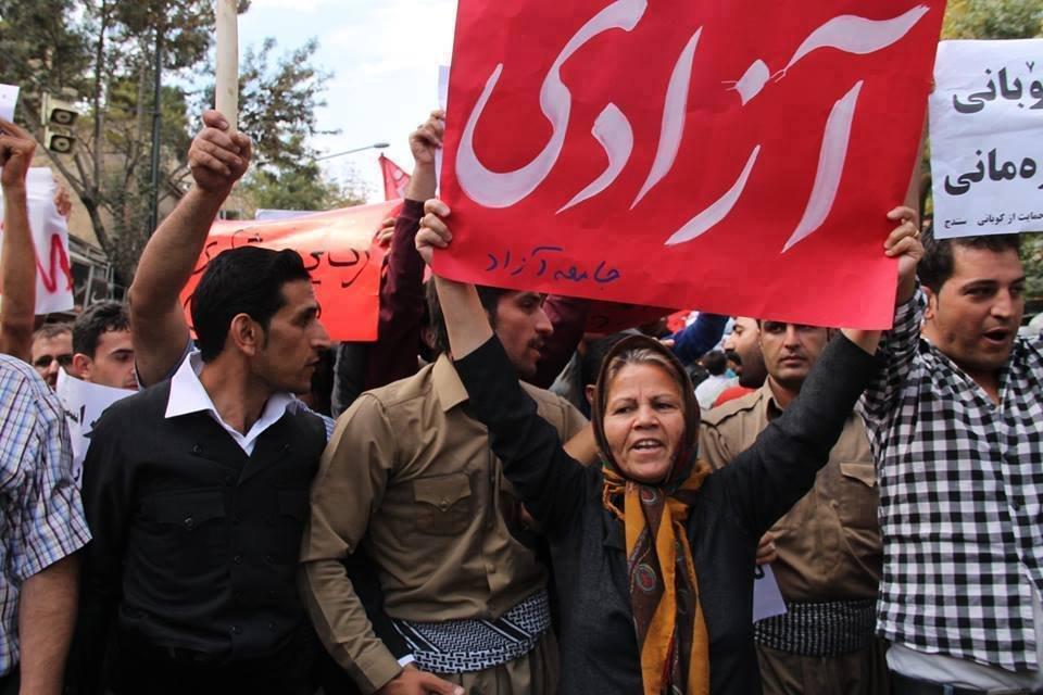 گزارش تصویری از تظاهرات ضد حکومتی هزاران نفر از هموطنان کرد در شهر سنندج