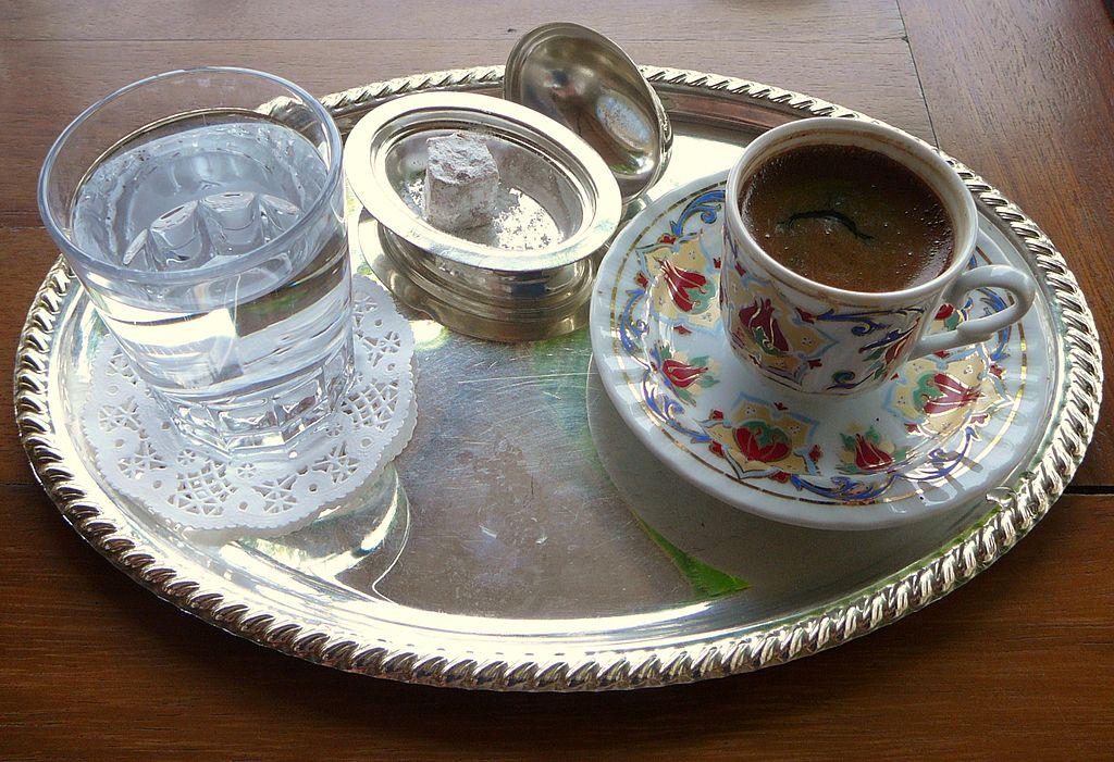 چرا قهوه ترک همراه با آب به میهمان تعارف می شود؟