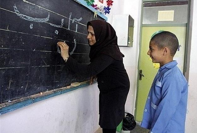 بیش از 6 هزار معلم با امضای طوماری از فقر،تبعیض وبی عدالتی به مجلس شکایت کردند