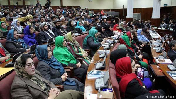 درگیری فزیکی در سومین روز بررسی کابینه جدید افغانستان در مجلس