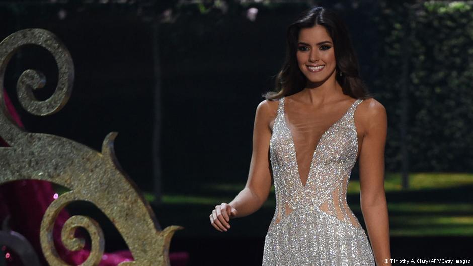 تاج دختر شایسته جهان بر سر یک زیباروی کلمبیایی