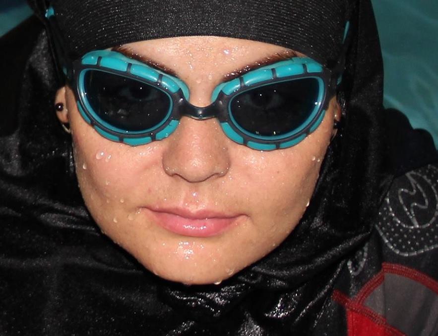 دختر شناگری که رسانههای ایران و جهان را سر کار گذاشت