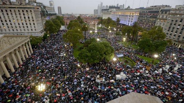 تظاهرات گسترده در آرژانتین، یک ماه پس از مرگ دادستان پرونده «آمیا»