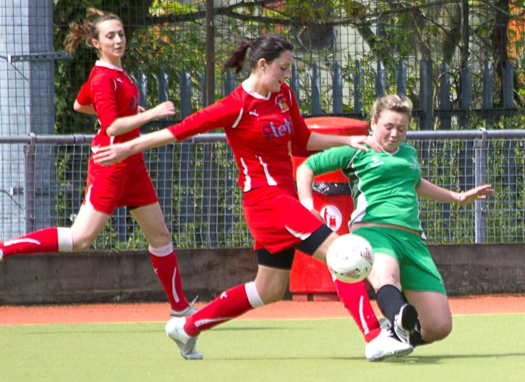 بلاتر: تماشای فوتبال زنان برای مردان، اخلاقی نیست