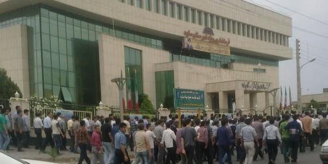 اعتراض صدها کارگر کارخانه لوله و نورد صفا به عدم پرداخت چهار ماه دستمزدشان