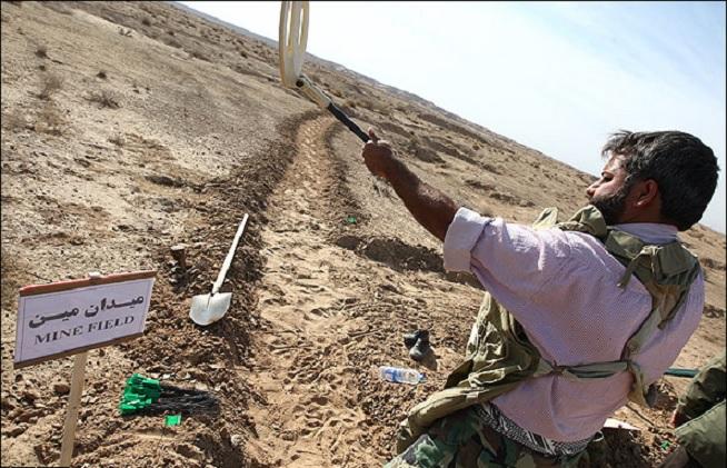 رژیم ایران اطراف پادگانهای نظامی را مینگذاری میکند