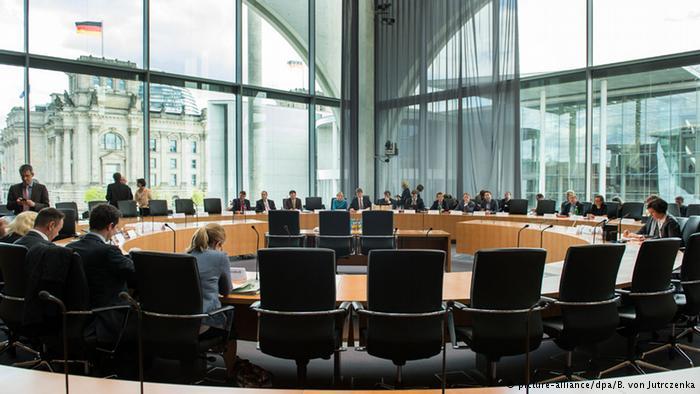 بررسی موضوع شنود مکالمات تلفنی مقامات آلمانی توسط نهادهای امنیتی آمریکا در کمیسیون ویژه پارلمان آلمان