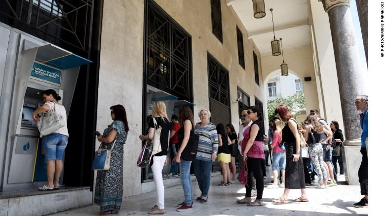 دولت یونان دستور بازگشایی بانکهای این کشور را صادر کرد