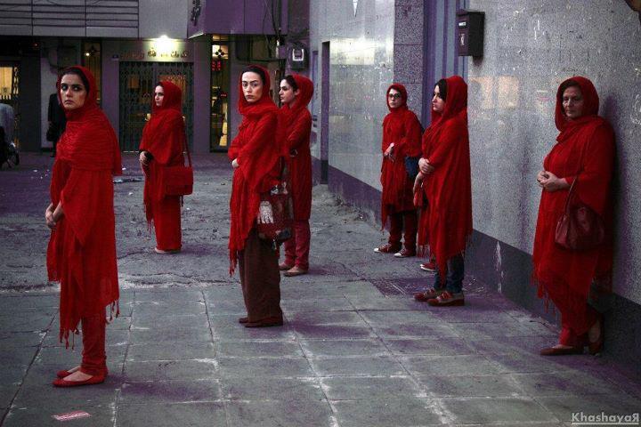 بانوی سرخ پوش تهران به وقت پنج عصر