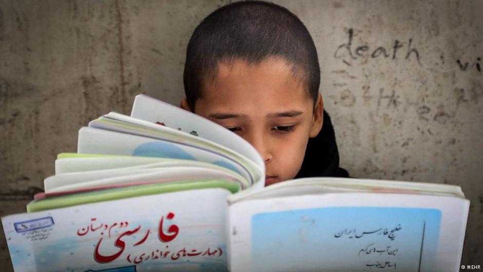 روحانی بجای اجرایی کردن اصل پانزدهم قانون اساسی مژده راه اندازی بخش کردی خبرگزاری ایرنا را به مردم کردستان داد