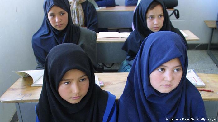 مدارس دولتي ایران از ثبت نام کودکان افغانی سرپیچی می کنند