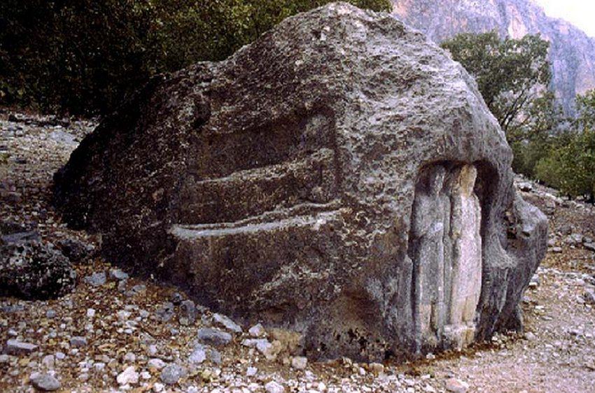 نشانه هایی از سکونتگاه ۹ هزار ساله در بهبهان کشف شد
