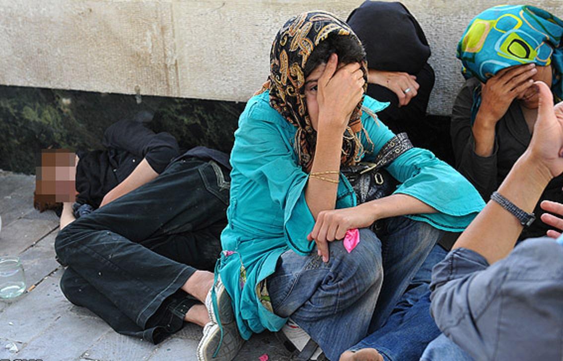 پیش فروش نوزادان در شکم مادران کارتن خواب در ایران