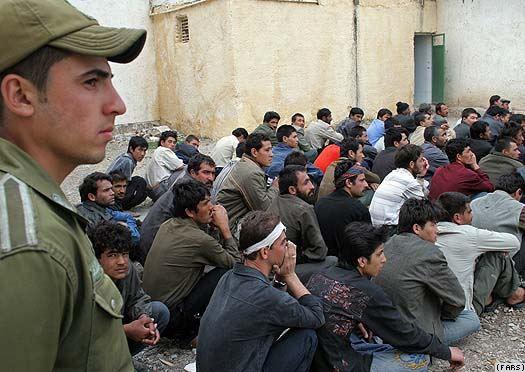 افغانهای پناهجویی که از جنگ اجباری در سوریه میگریزند