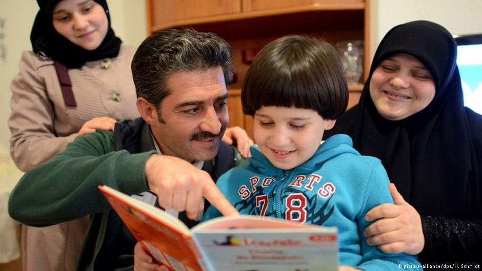 چگونه خانواده پناهجو میتواند به او بپیوندد؟