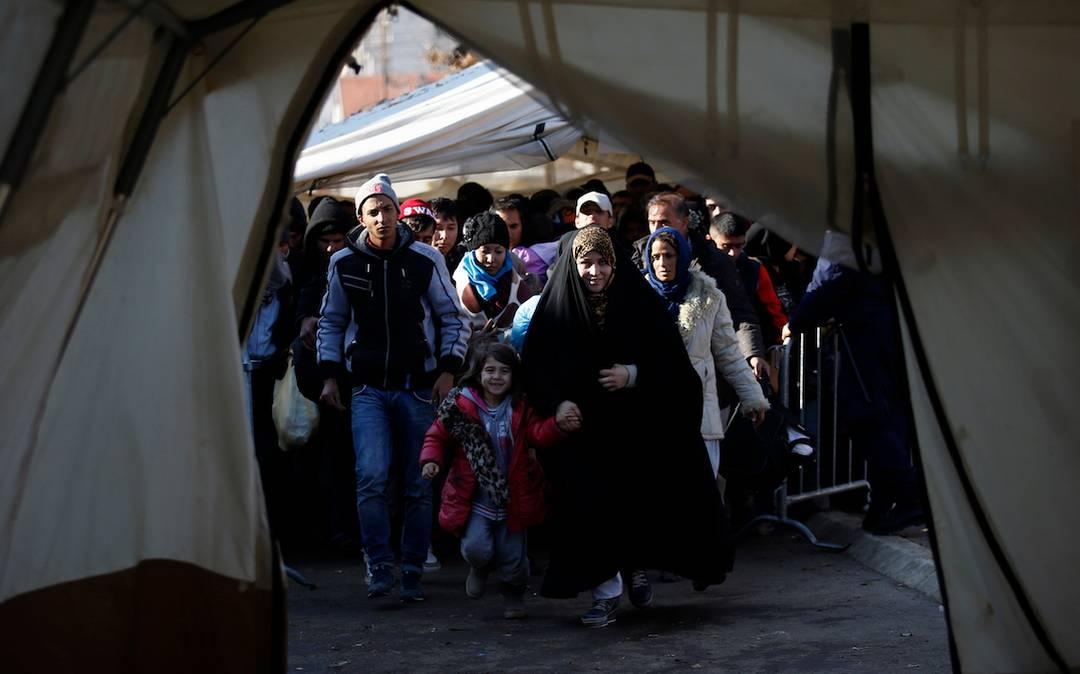 پناهجویان معترض ایرانی در مرز یونان و مقدونیه لبهای خود را دوختند